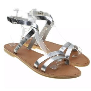 URBAN OUTFITTERS NWT Cleo Wrap Sandal in silver